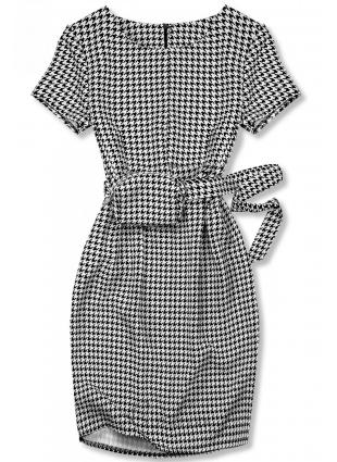 Rochie negru-alb cu o geantă în talie